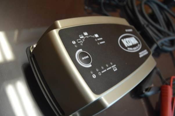 バッテリーチャージャー&メンテナーボタン