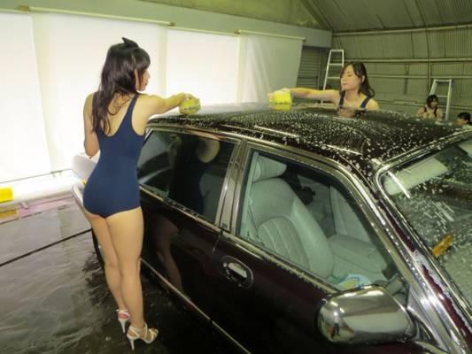 女の子洗車