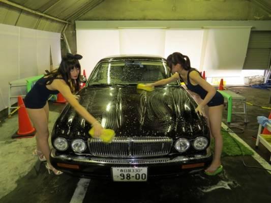 スクール水着洗車