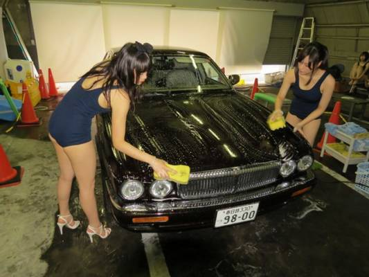 スク水洗車サービス