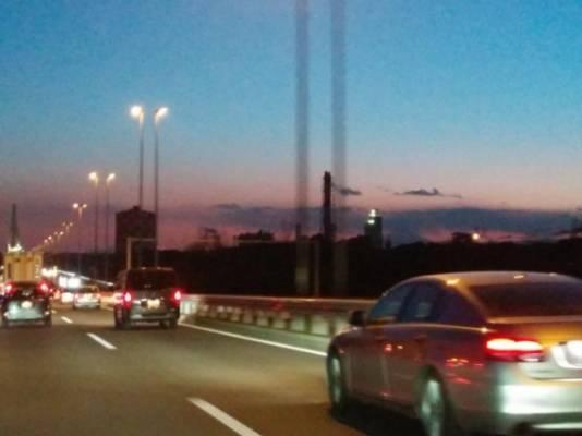 高速道路と車