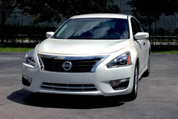 国内の自動車生産、新車・中古車の販売台数2015年7月