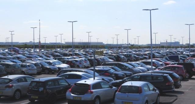 トヨタ新型プリウス 乗用車販売台数首位に 2015年12月