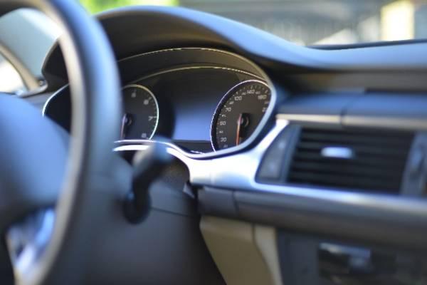 自動車販売台数2015年2月