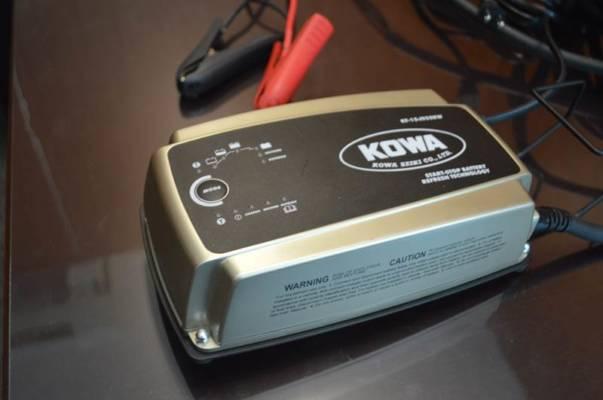 短時間充電とリフレッシュ機能搭載バッテリーチャージャー 興和精機